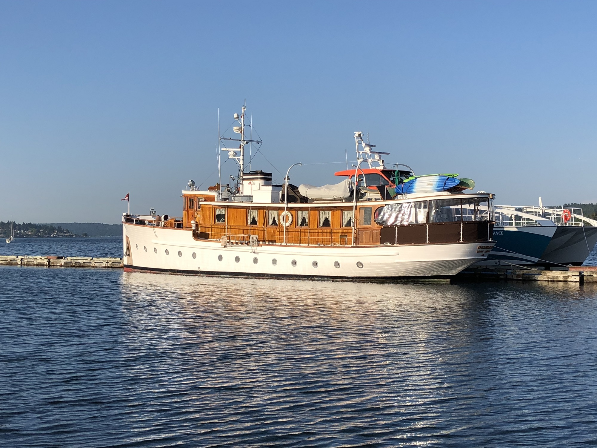 """Deerleap - Captained by Peter Reiss and owned by Richard """"Slim"""" Gardner"""